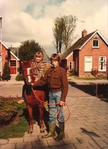 Peter Dijkstra met nichtje Fiona, Bumawei